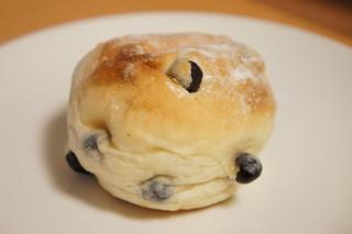 小麦と酵母 満 ecute品川店 - 豆パン(160円)★人気No.1のパンだそうです。