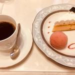 86910985 - 大地のチーズケーキとコーヒー