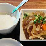 巧匠 - 巧匠 @目黒 ランチ 巧匠セットのクラゲの冷菜と滑らかな口当たりの杏仁豆腐
