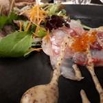 リストランテ カーザ・アルべラータ - 【前菜】銚子港直送天然真鯛のクルード フレンチキャビア添え 鮮度よしのピチピチ真鯛✨✨