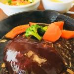 キッチン櫻庭 - ハンバーグ(デミグラスソース)ランチ¥990(税込)       サラダ、スープ、パンorライス付き