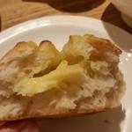 86918126 - 四種チーズのパン、断面。