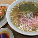 麺屋 つるる - 料理写真:「塩ラーメン」650円+「大盛」100円+「餃子3個」280円=1030円