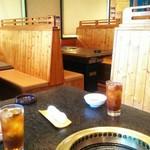 五色亭 - テーブル席