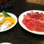 五色亭 - 肉盛り合わせ野菜付き