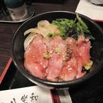 神戸牛らーめん 八坐和 - ランチの薄切りレアステーキ丼