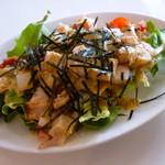あかし玉子焼き たこ壱 - 海鮮サラダ。タコや帆立がタップリ!