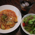 8692986 - ベーコンとナスのトマトソーススパゲッティ