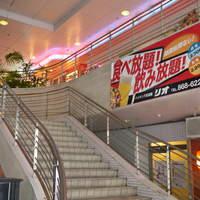 リオ - ビル内、お店につながる階段をのぼっていただくと