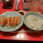 86921564 - 焼餃子(左:\230)と水餃子(右:\230)