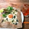PNB-1253 - 料理写真:半熟たまごとしゃくし菜のガレット800円とアイスティー(南インド)530円