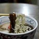 沖縄そばの店マドカ - 麺ともずくのWリフト