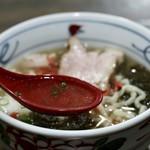 沖縄そばの店マドカ - 出汁が効いた優しいスープ