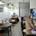 沖縄そばの店マドカ - こぢんまりとしたくつろぎ空間