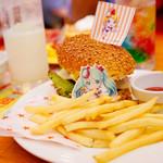 スイーツパラダイス - ポテトもセットな「初音ミクダイナーのハンバーガー」。