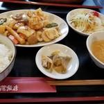 中華料理 瀋陽飯店 - 魚介のXO醤炒め定食(税込980円)ドリンク付