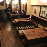 居酒屋 安兵衛 - 掘りごたつ1卓、テーブル3卓