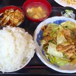 古都 - 料理写真:豚とキャベツの味噌炒め アップ