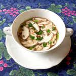 風 - 山梨県産椎茸のスープ。これは…「出汁」そのものの美味しさ!