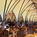 風 - とても素敵な館内。3時近くになると、店内の一角でワイン教室が開かれていた