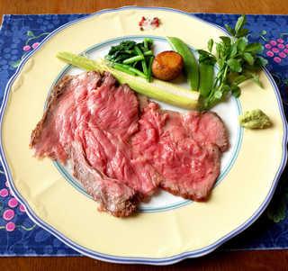 風 - 特選和牛ローストビーフ。旬のベビーコーンはヒゲまで食べられる、さやえんどうも見事な甘さ!
