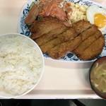お食事処 波布 - 2018年5月29日  とんかつ定食 750円(かつが、2枚も・・・)