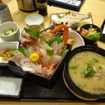 軍ちゃん - 地魚ちらし重1980円+タラ汁400円