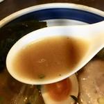 中華そば 麦家 - 魚介スープ