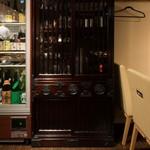 千真野 - 岩手の伝統工芸「岩谷堂箪笥」の食器棚。