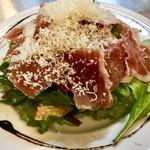 パルマ産生ハムとパルミジャーノのシーザーサラダ