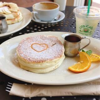 Urth Caffé 表参道 - パンケーキはフワフワで自然派な味わい。