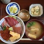 船宿割烹 汐風 - 料理写真:特海鮮丼1300円