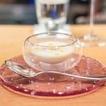 ラ・トラース - 冷たい新玉ねぎのスープ、フォアグラのフラン