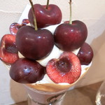 86965841 - 6月限定 アメリカンチェリーとピスタチオクリーム 薔薇ジャム香るクレープ(1,700円)