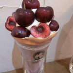 86965861 - 6月限定 アメリカンチェリーとピスタチオクリーム 薔薇ジャム香るクレープ(1,700円)