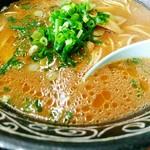 中華そば専門店 広松 - 脂が浮く甘辛いスープ