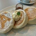 エーカフェ - 料理写真:パンケーキ  プレーン 真ん中にあるのがホイップバター