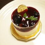 ばにら・びーんず - 料理写真:「レアチーズブルーベリー添え」 \320