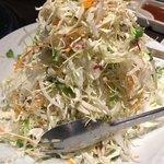 熟成焼肉 八億円 - キャベツのタワーサラダ 700円