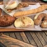 石窯パン工房 サンメリー - モーニング、サービスコーヒー、テラス席でいただきました。