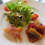 trentotto - [ランチ]サラダと前菜(メロンと熟成ハム、ラタトゥイユ)