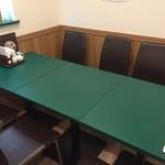 百香亭 - テーブル席