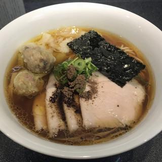 Japanese Soba Noodles 蔦 - 料理写真:チャーシューワンタン醤油Soba