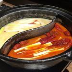86978074 - 鶏紅湯と鶏白湯