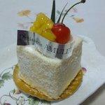 8698884 - 「コパン」ココナッツが夏らしい爽やかなケーキ