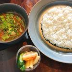 オクシモロン - お友達が注文した旬の野菜たっぷりのサンバル