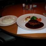 SATSUKI - ハンバーグステーキのドミグラスソースバージョンと、ライスです。
