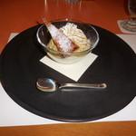 SATSUKI - オリジナルアイスモンブランです。パウダーシュガーでお化粧したパイと、モンブランのソースがお洒落です。