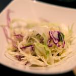 スープカレーと季節野菜ダイニング 彩 - 骨付きチキンの彩スープカレー 1100円 のサラダ