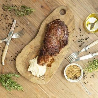 季節の食材、特にお肉料理はオススメです!